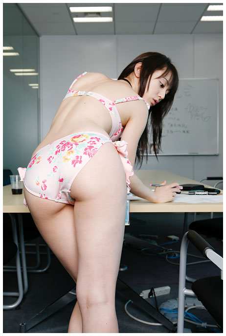 http://i.yimg.jp/i/adp/charger/swf/200609/contents11/images/gravure/p02_03.jpg