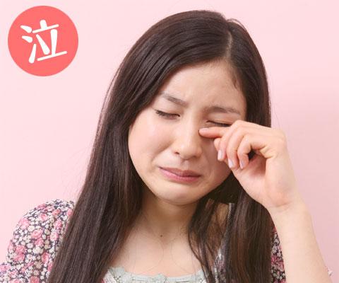 しょんぼり手で涙をぬぐう泣き顔土屋太鳳