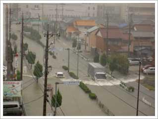 図1-2 出典:気象庁 台風の大雨で水に浸かった三重県津市の様子