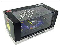 スバルのドライバーである井口卓人選手、山内英輝選手の直筆サイン入りの2014年仕様のSUBARU BRZ GT 300のEBBRO製ミニカー。