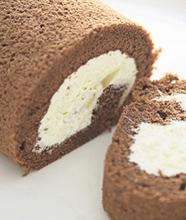 洋梨のチョコレートロールケーキ