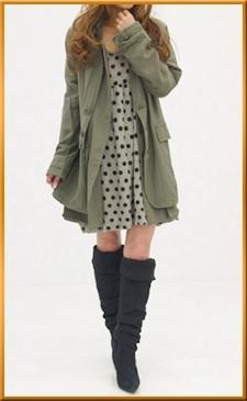 秋冬使えるカワイめミリタリーコートに、人気のニーハイブーツが鉄板コーデ!<br><br>