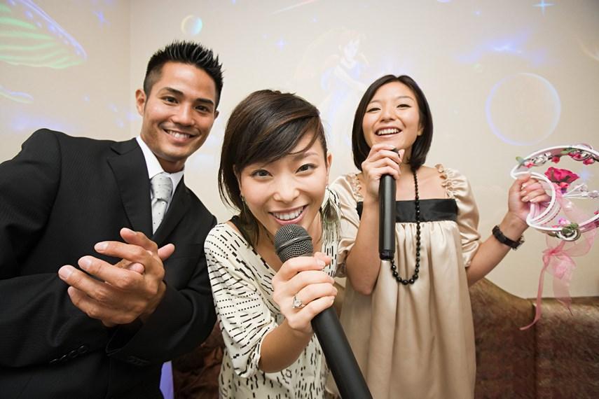歌えば注目の的!カラオケの場を支配するアニソン名曲選